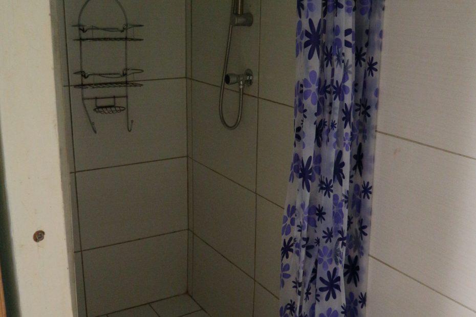 Badkamer met douche Curacao