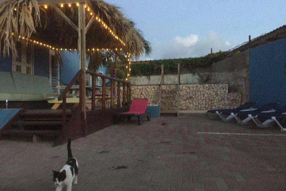 Binnenplaats Villa Azul in de avond